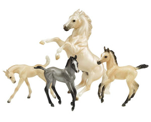 BR1808 Breyer Cloud's Legend Set