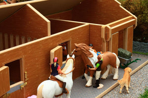 Bt1600 1:24Th Scale Stable Block And Tack Room With Free Schleich Horse & Rider Set! Authentic Farm