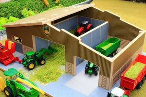 Front view of BT1870 1:87 Scale Multi-Purpose Farm Building