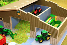 Load image into Gallery viewer, Close up aerial of front of BT1870 1:87 Scale Multi-Purpose Farm Building