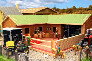 Bt8300 The Stable Yard With Free Britains Horse And Rider Set! Farm Buildings & Stables (1:32 Scale)