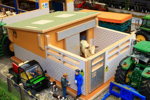 Bt8900 Bull Pen Farm Buildings & Stables (1:32 Scale)
