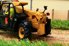 Load image into Gallery viewer, Dm85278 Diecast Masters 132 Scale Cat Th407C Telehander Tractors And Machinery (1:32 Scale)