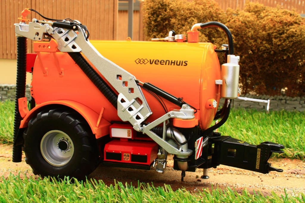 MM1808 MARGE MODELS VEENHUIS SLURRY TANKER 14,000L NEW LOGO