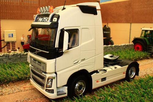 MM1810-01 MARGE MODELS VOLVO FH16 4X2 LORRY IN WHITE