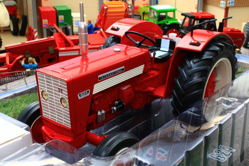 REP600 REPLICAGRI 116TH SCALE INTERNATIONAL IH 624 2WD TRACTOR WITH DRIVER FIGURE