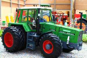 SCH07814 SHUCO FENDT 626 LSA 4WD TRACTOR WITH DUAL REAR WHEELS