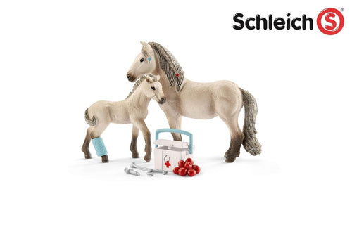 SL42430 Schleich Horse Club Hannah's First Aid Kit Set