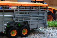 Load image into Gallery viewer, UH2580 UNIVERSAL HOBBIES JOSKIN BETIMAX RDS 7500 CATTLE TRAILER
