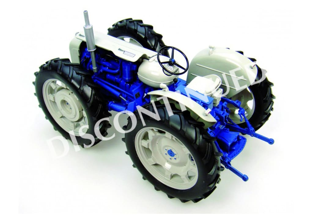 UH2781 Universal Hobbies County Super 4 Tractor 'last of the line' (1:16 Scale)