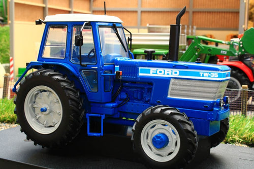 UH4027 UNIVERSAL HOBBIES FORD TW-35 4WD (1983) TRACTOR