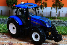Load image into Gallery viewer, UH4893 UNIVERSAL HOBBIES NEW HOLLAND T7.225 TRACTOR