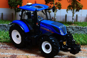 UH4893 UNIVERSAL HOBBIES NEW HOLLAND T7.225 TRACTOR