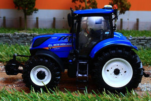 Uh4893 Universal Hobbies New Holland T7.225 Tractor - Discontinued Tractors And Machinery (1:32