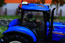 Load image into Gallery viewer, Uh4893 Universal Hobbies New Holland T7.225 Tractor - Discontinued Tractors And Machinery (1:32