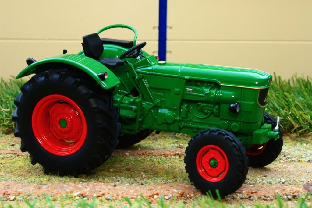 UH4994 UNIVERSAL HOBBIES DEUTZ D60 05 2WD TRACTOR