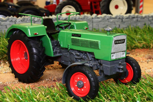 UH5276 UNIVERSAL HOBBIES FENDT FARMER 105S 2WD TRACTOR