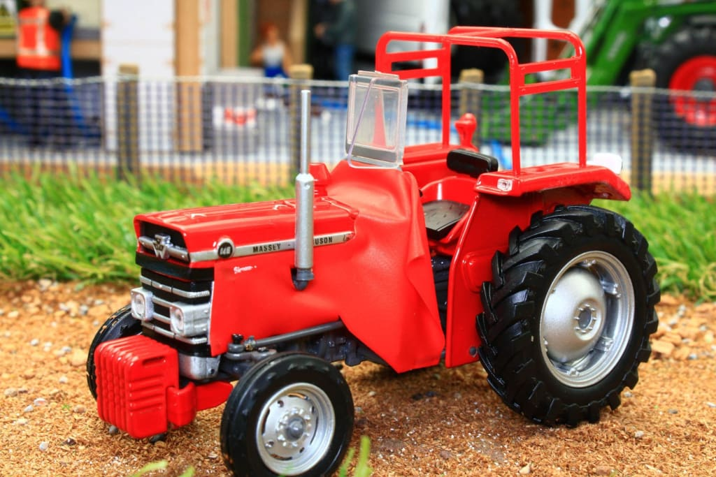 UH5368 UNIVERSAL HOBBIES MASSEY FERGUSON 148 MULTIPOWER TRACTOR WITH SIROCCO CAB