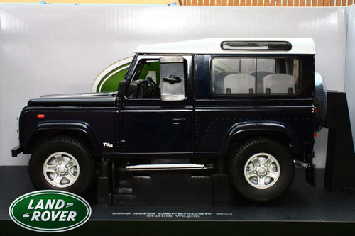 UNIVERSAL HOBBIES 1:18th  EXACT SCALE REPLICA LAND ROVER DEFENDER 90 COUNTY TD5 IN BLACK