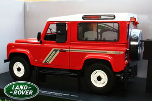 UNIVERSAL HOBBIES 1:18TH EXACT SCALE REPLICA LAND ROVER DEFENDER 90 TD5 COUNTY IN RED