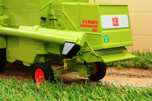 Usk30012 Usk Claas Dominator 85 Combine Harvester - With Cab Tractors And Machinery (1:32 Scale)