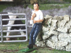 HLT-WM030 Farmer's Lunch Figure1:32 Scale Farm Diorama Figure