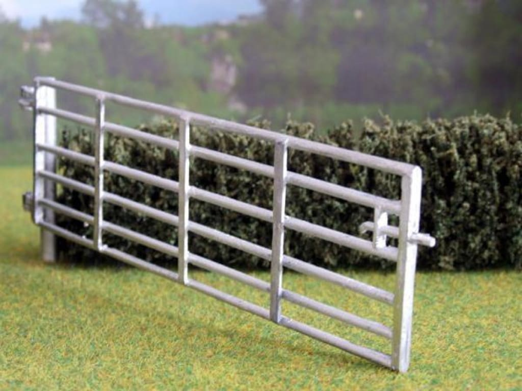 HLT-WM03515 A Single 15 foot Field Gate with Post (4.5 metres) to 1:32 Scale