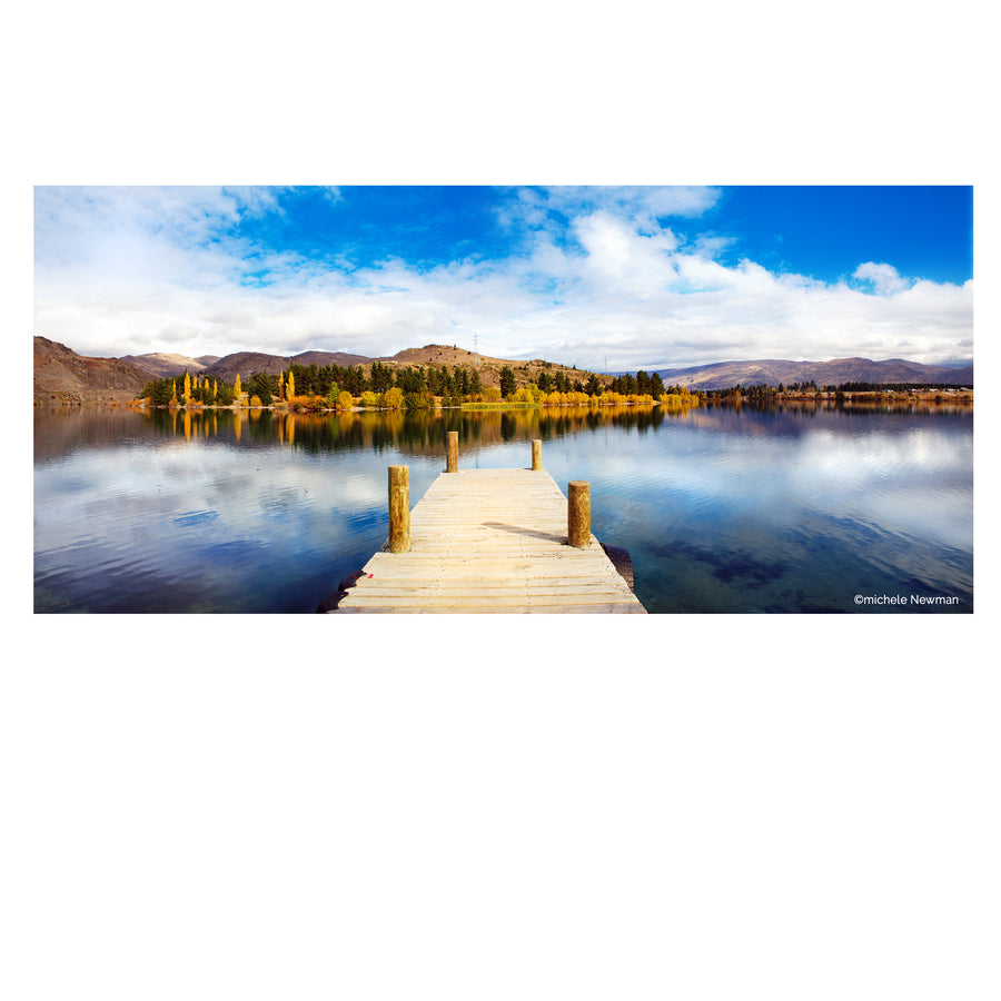 photo lake dunstan, cromwell jetty in autumn central otago new zealand