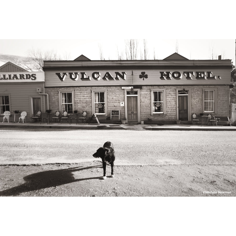 photo of vulcan hotel with Jack the dog in St Bathans, Central Otago New Zealand