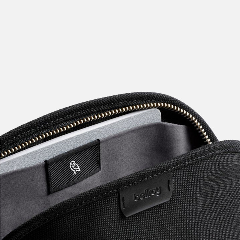 Bellroy Classic Pouch Black magnet pocket