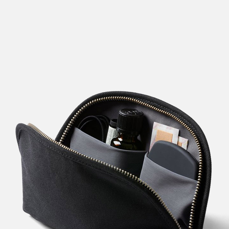 Bellroy Classic Pouch Black inside pockets