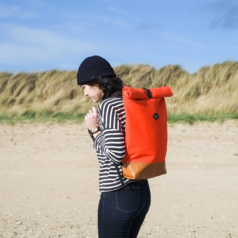 Braasi industry Foxy backpack on shoulder woman beach