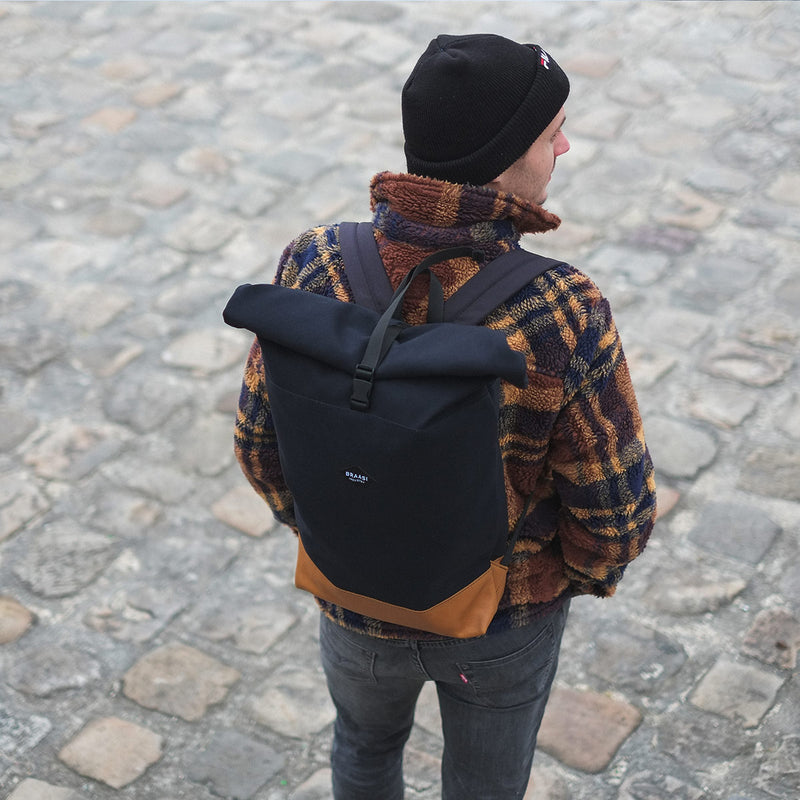 Braasi industry Nico backpack man pavement