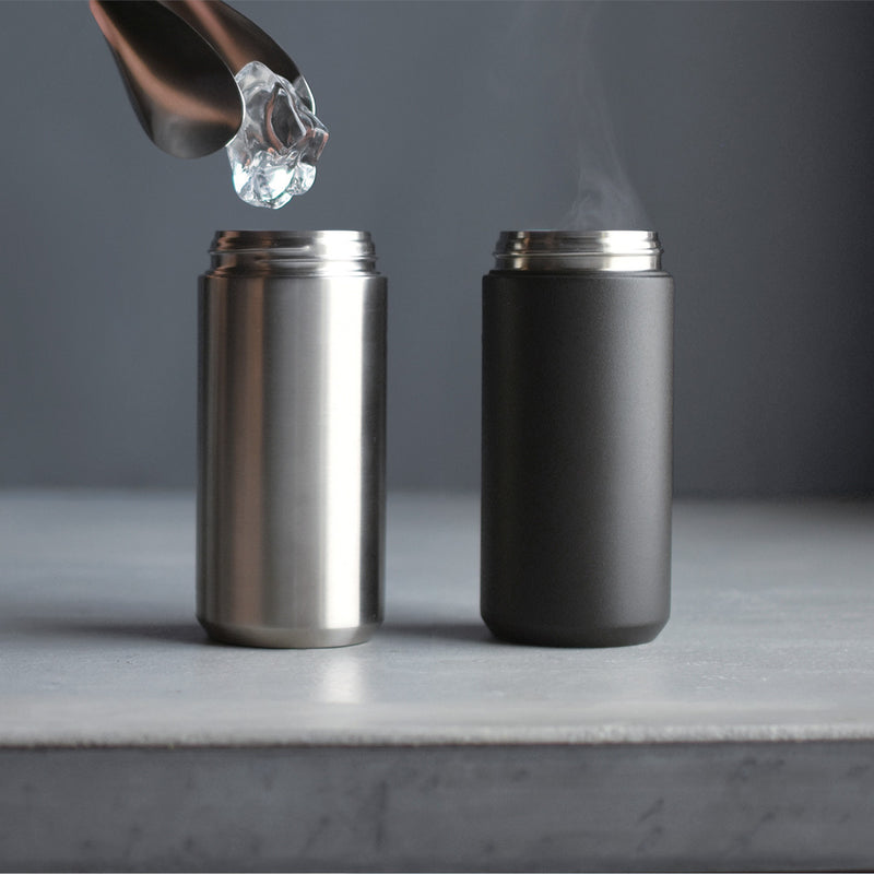 Kinto Travel Tumbler 500ml Black with ice cubes