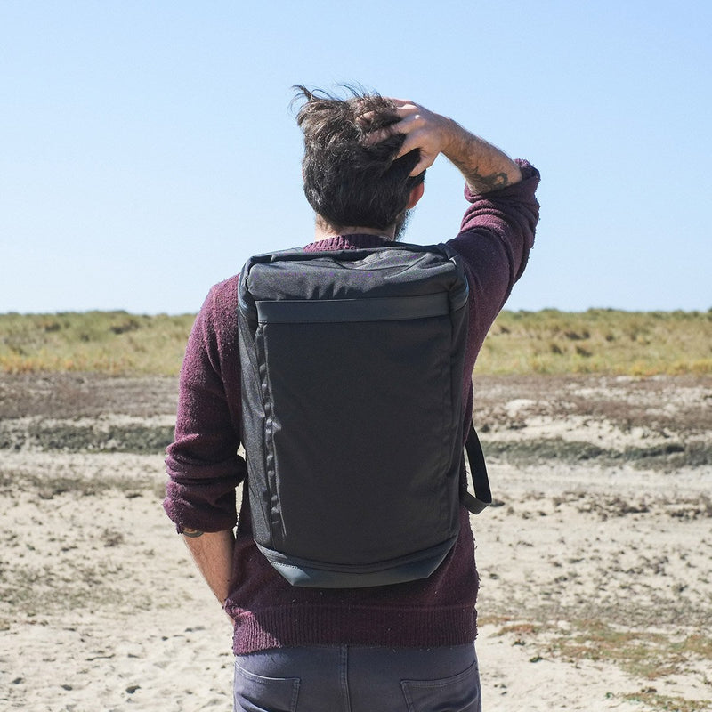 OPPOSETHIS Invisible backpack THREE on the beach