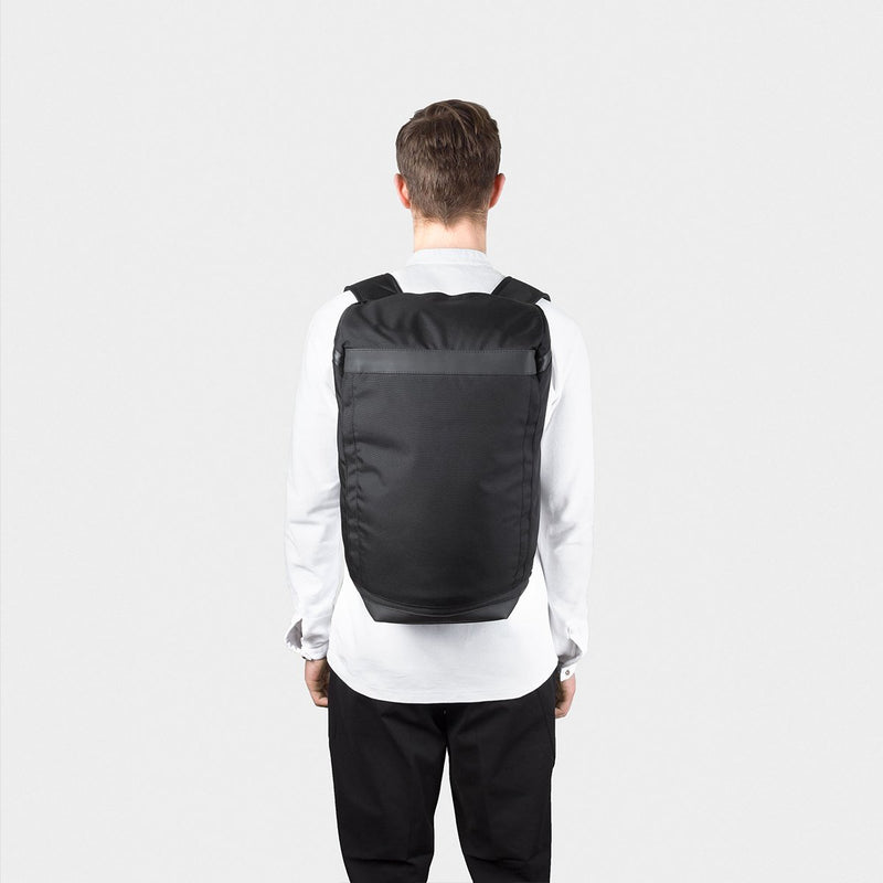 OPPOSETHIS Invisible backpack THREE on the back