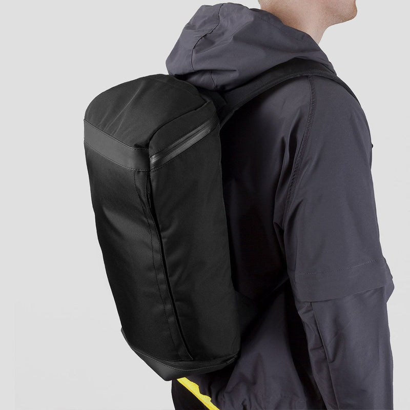 OPPOSETHIS Invisible backpack THREE side view on the back