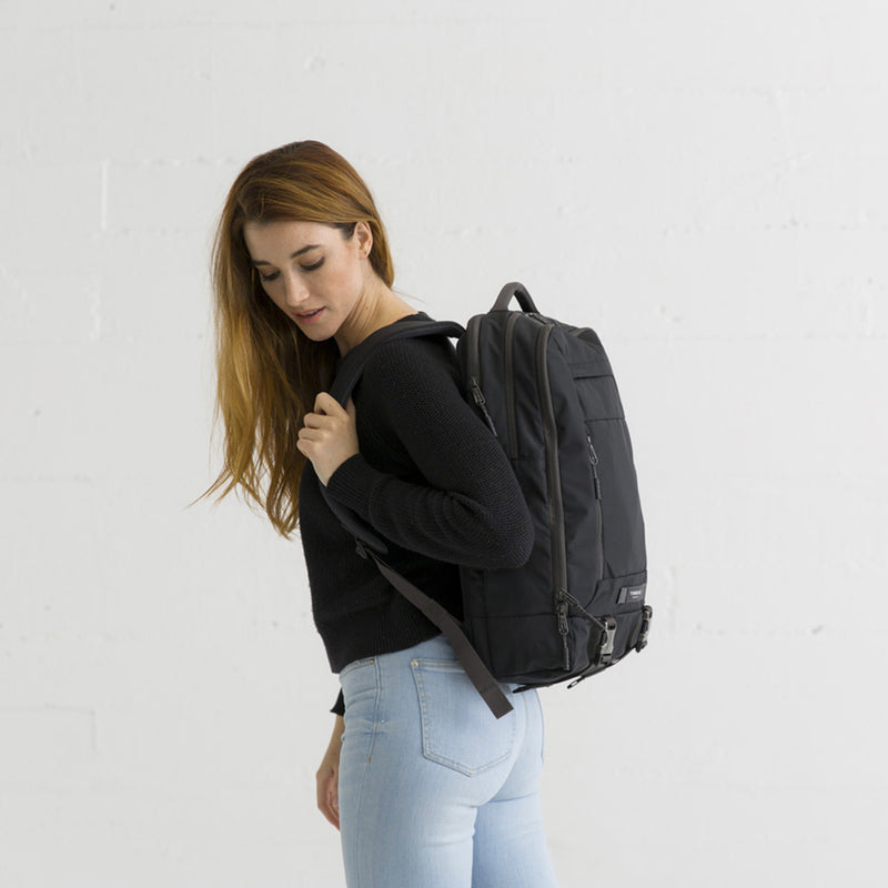 Timbuk2 Sac à dos Authority Jet Black on the back - woman