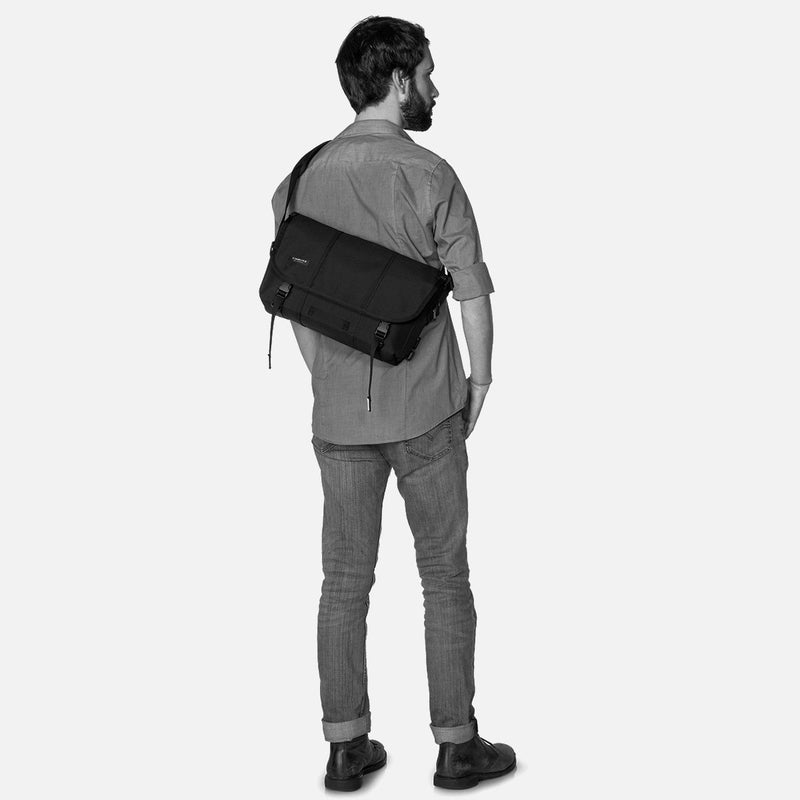 Timbuk2 Classic Messenger Bag S Black on the back - man
