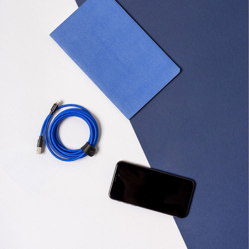 Usbepower FAB XXL usb-c Blue with smartphone and notebook