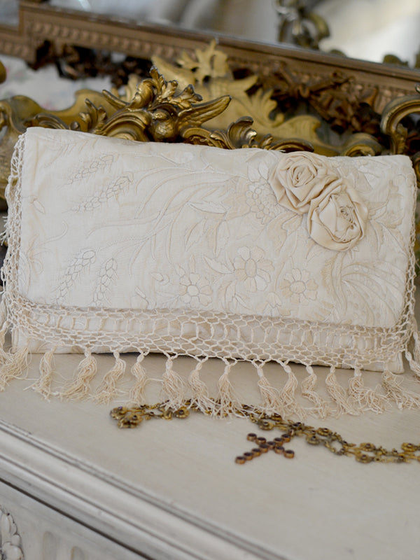 Cream Ribbon Daisy Clutch