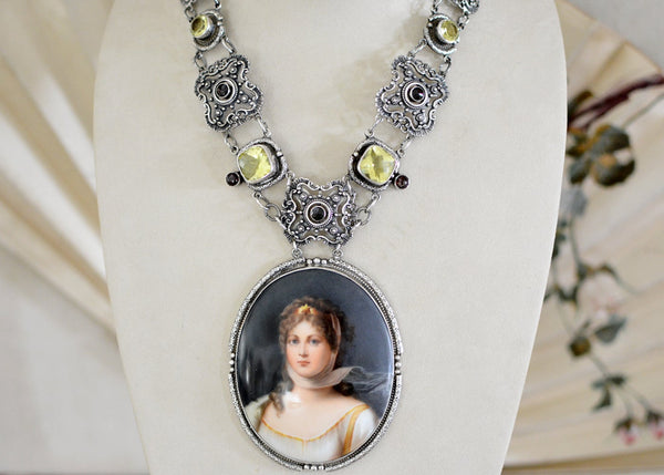 Portrait Necklace with Lemon Quartz