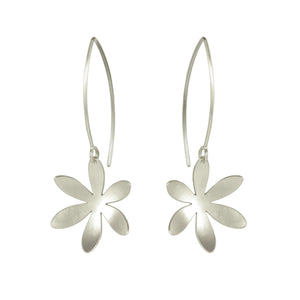 GCE2 Silver long daisy flower earrings