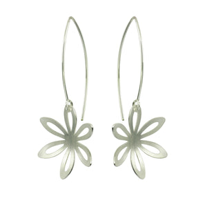 GCE8 Silver outline daisy earrings