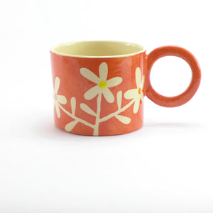Red daisy mug
