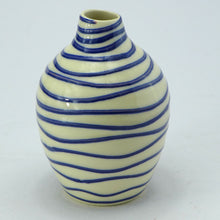 Load image into Gallery viewer, Blue bud vase