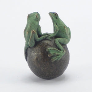 Double frog paperweight