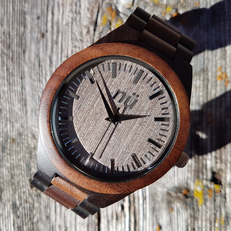 ALEXANDER - Black Sandalwood & Walnut