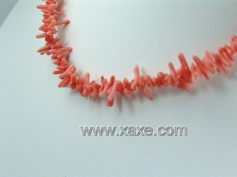 Lovely pink coral chip necklace