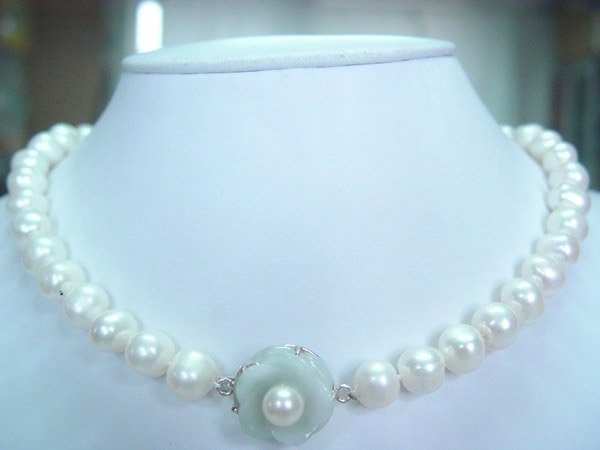 18'' 10-11mm white fw pearl with light green jade silver clasp
